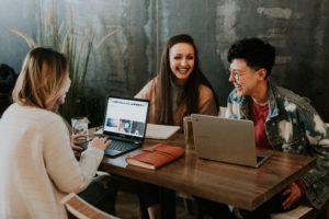 コミュニケーション能力と調和性がある人材