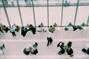 フレックスタイム制度を採用する企業の特徴